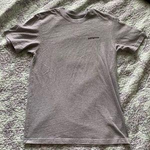 Patagonia tee shirt size small